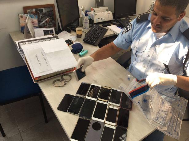 طمرة: اعتقال مشتبهين إضافيين بالنصب والإحتيال بمجال الهواتف النقالة