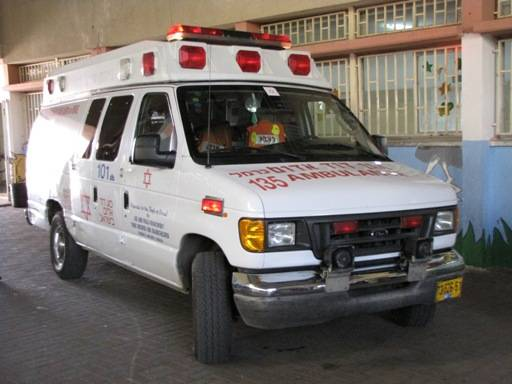اصابة شاب من الناصرة سقط من علو
