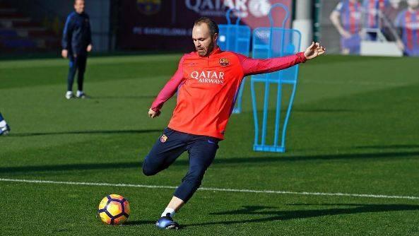 إنييستا يخرج عن صمته ويكشف حقيقة رحيله عن برشلونة