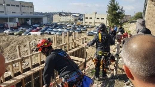 إصابة عامل من الرينة إثر انهيار جدار بورشة بناء في نتسيرت عيليت