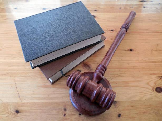 نقابة المحامين تمنح مساعدة قانونية للمديونين