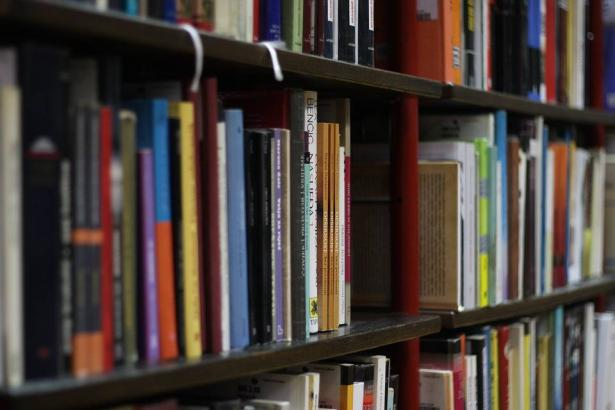 ديكور لمكتبة منزلية