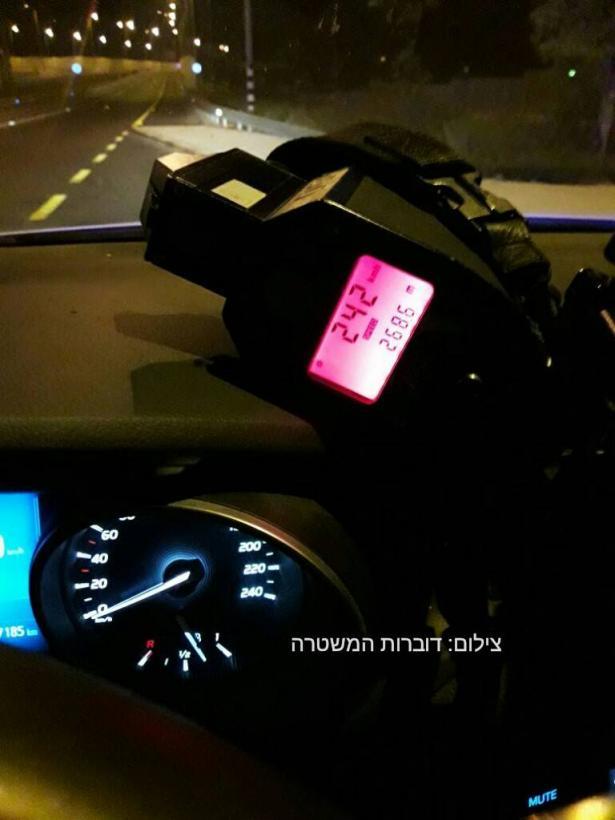 ضبط سائق من عكا بسرعة 242 كلم