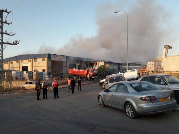 اضرار مادية كبيرة تكبدها مخزن الأغذية بكفركنا جراء الحريق