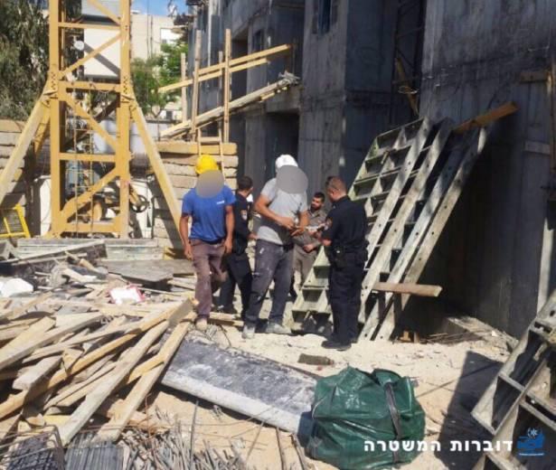 ضبط فلسطينيين دون تصاريح قانونية