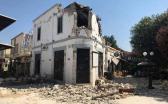 مصرع شخصين في هزة أرضية بين تركيا واليونان