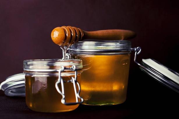فوائد العسل على الجسم والبشرة
