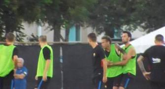 فيديو: نيمار يعتدي على زميله ويغادر تدريبات برشلونة!