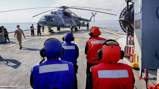 البحرية الأمريكية تعلق رحلاتها الجوية بعد تحطم طائرتين