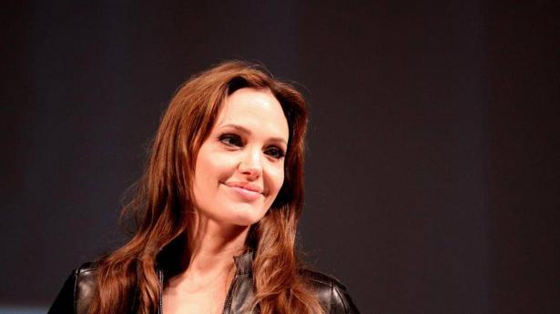 أنجلينا جولي مجددا من التمثيل الى الإخراج.. فما جديدها؟