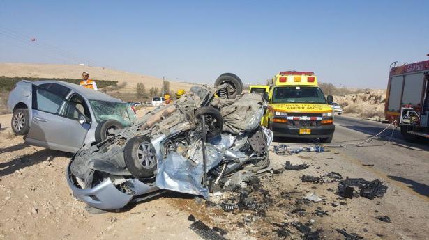 مصرع شابين عربيين من النقب وسيدة اسرائيلية جراء حادث مروع جنوبي البلاد