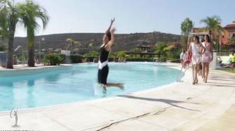 بالفيديو.. ملكة جمال إسبانيا تسقط بطريقة محرجة فى المسبح وتخسر اللقب