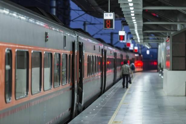 قطار سريع من تل أبيب إلى القدس بـ1.8 مليار دولار