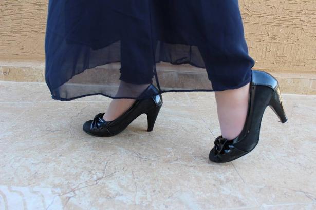 كيف تنسقي ألوان الأحذية مع ملابسك