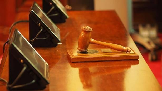 اعتقال شاب من الطيبة بشبهة تهديد قاضية في المحكمة المركزية