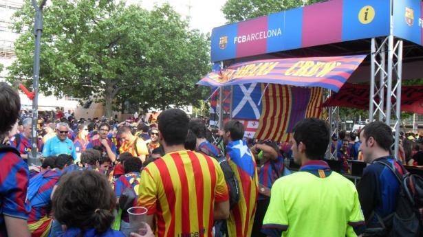 رابطة الدوري الإسباني تهدد جماهير برشلونة بإغلاق