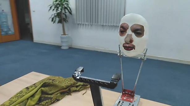 بالفيديو كسر تقنية التعرف على الوجه على أيفون X بواسطة قناع ذكي