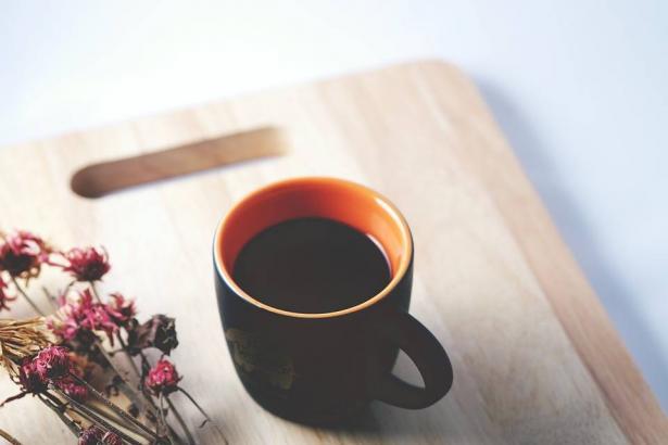 تحذير: لا تفعل هذا أبدا حين تتناول القهوة
