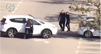 شاهد: ضبط مواطن من الطيبة متلبسا باقتحام سيارة وسرقة ممتلكات منها