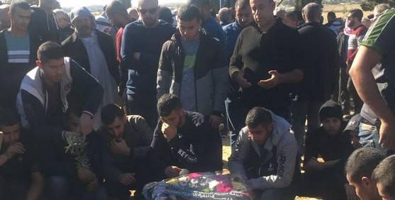 اللقية: تشييع جثمان طالب الطب هشام أبو عبيد ضحية حادث الدهس في رومانيا