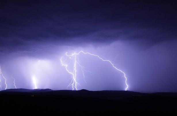 الأرصاد: منخفض بارد جدا، امطار غزيرة وعواصف اليوم الخميس