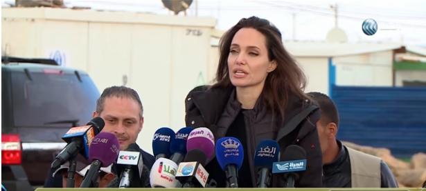 انجلينا جولي تزور مخيم لاجئين سوريين