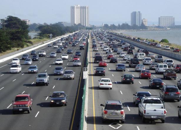 دول تستخدم القيادة على يسار الطريق، لماذا؟