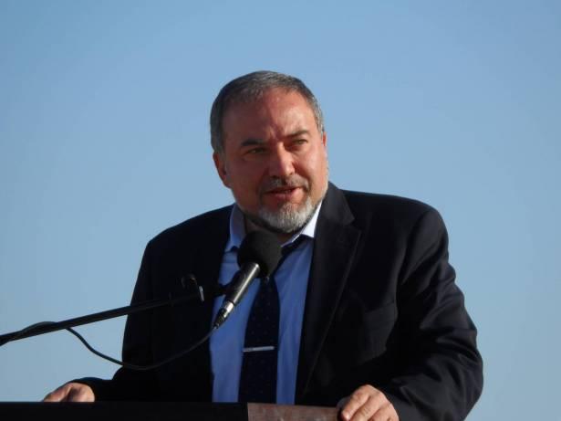 ليبرمان يشيد بالأمن الفلسطيني الذي اخرج  مجندين إسرائيليين من جنين ويؤكد اهمية التنسيق الأمني