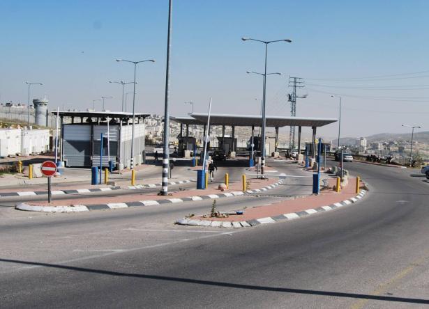 شاهد: اعتداء على جندي ومجندة اسرائيليين دخلا جنين بالخطأ