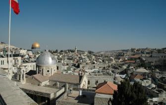 اعتقال موظف في القنصلية الفرنسية في القدس هرّب اسلحة من غزة الى الضفة عبر سيارات دبلوماسية