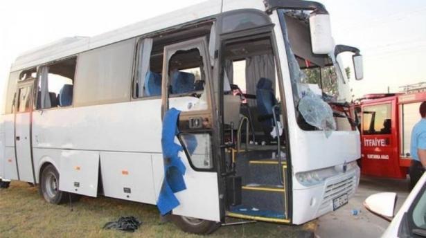 اصابة 20 شخصا من البلاد بحادث طرق بين حافلة وسيارة في مدينة انطاليا بتركيا