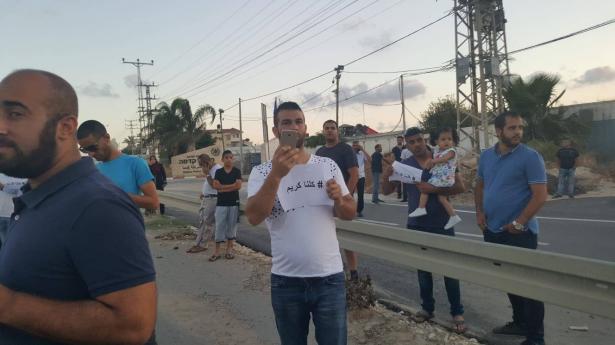 تظاهرة في قلنسوة تستصرخ الشرطة للمطالبة بإعادة الطفل المختطف