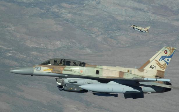 الطائرات الاسرائيلية تقصف 3 اهداف سورية