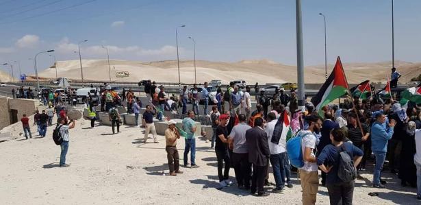 الخان الاحمر: اعتصام واعتقال 4 اشخاص