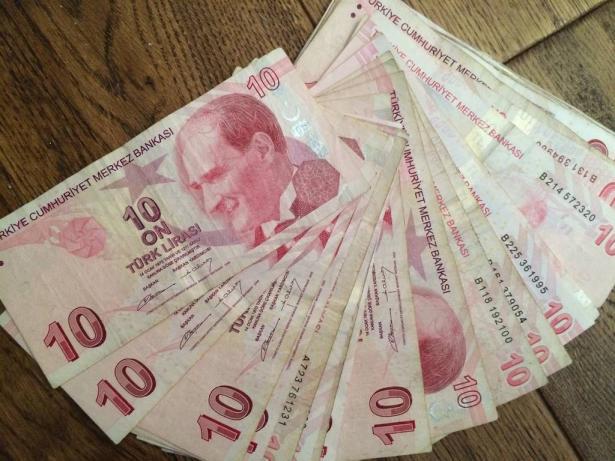 الدولار يهبط لأدنى مستوى أمام الليرة التركية منذ شهرين
