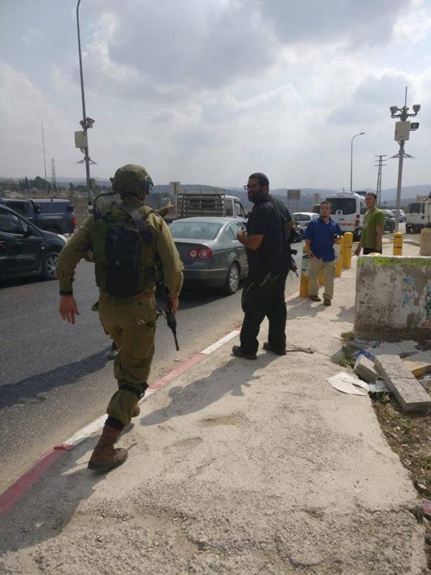 اصابة جندي اسرائيلي ومستوطن في عملية طعن على حاجز حوارة