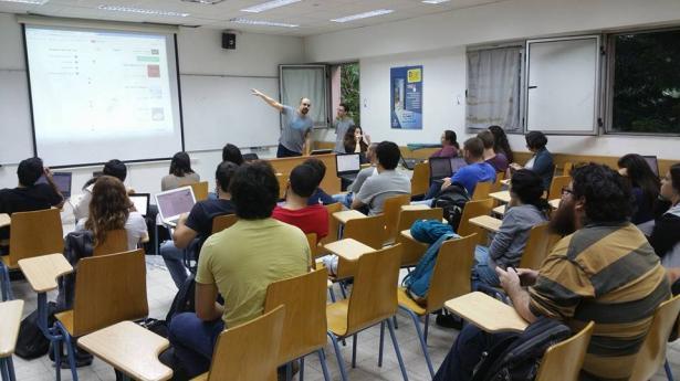 رئيس الطلبة: هناك نقص في كمية المنح المقدمة للطلاب العرب نسبة للطلاب اليهود