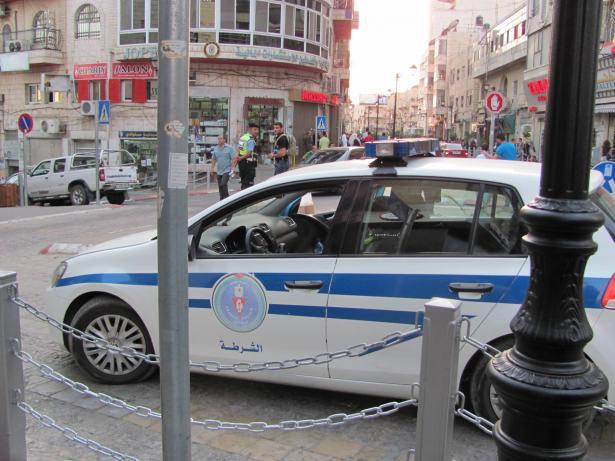 شرطة بيت لحم تقبض على ثلاث فتيات بتهمة الرقص في الطريق وخدش الحياء العام
