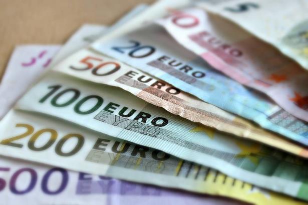 مدير بنك في إيطاليا يسرق أرصدة الأغنياء ويُعطيها إلى الفقراء!