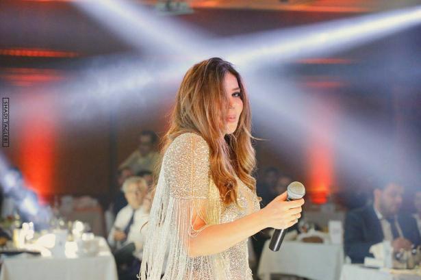 مي حريري تتبرع بشعرها لمريضات السرطان.. (فيديو)