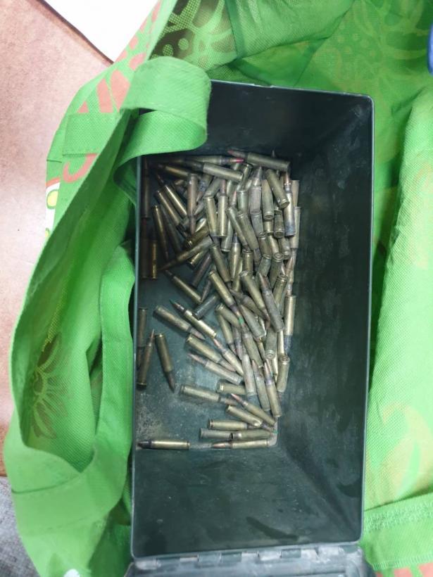 هذا ما وجدته الشرطة بمنزل رجل وزوجته في زلفة من اسلحة واحالتهما للمحكمة