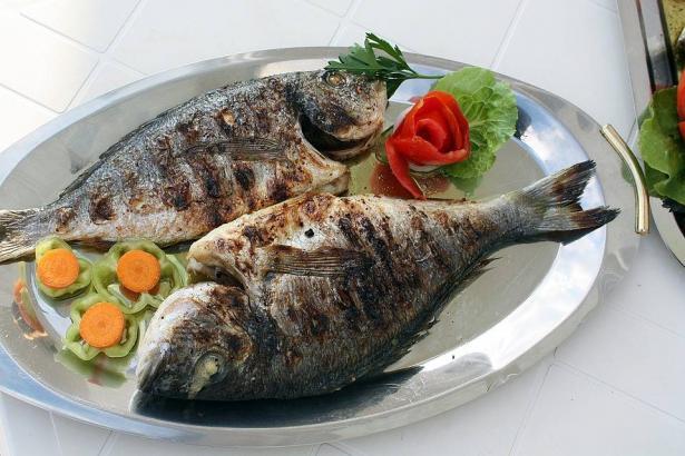 سمكة حرة بالطحينة