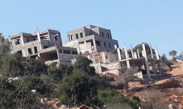 """أوامر هدم لمنازل في قرية """"خور صقر"""