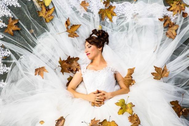 مميزات فريدة لحفل الزفاف الخريفي