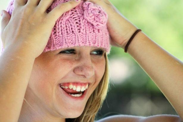 قواعد لا تعرفينها عن ارتداء القبعات