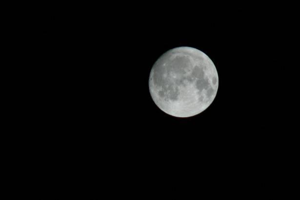 القمر على موعد مع حالة فلكية نادرة الشهر المقبل