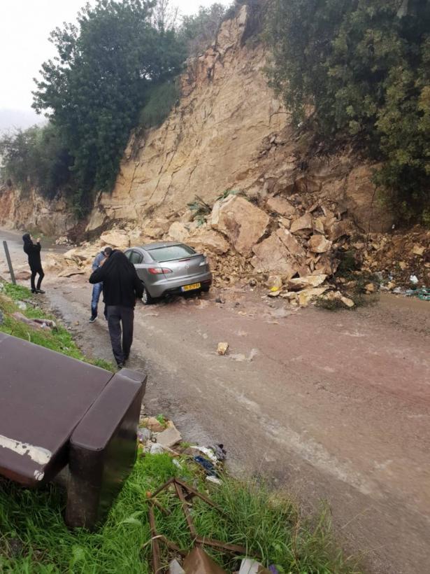 ام الفحم: اصابة سائقة بجراح متوسطة جراء انهيار صخور على مركبتها