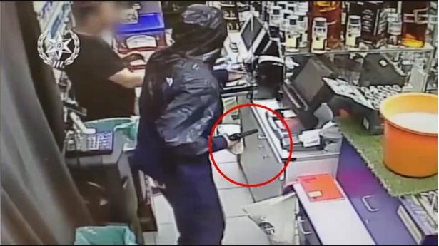 شاهد: توثيق لحادثة سطو على محل تجاري في ريشون