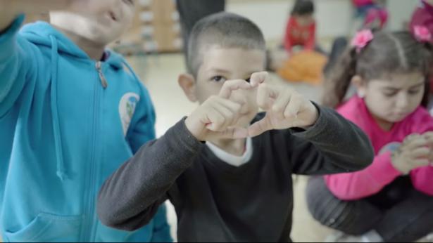أطفال من غزة وإسرائيل يغنون