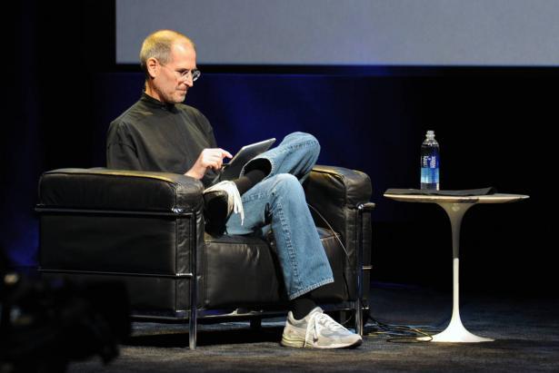 منذ 30 عاماً تنبأ ستيف جوبز بأربعة أشياء.. ماذا تحقق منها؟